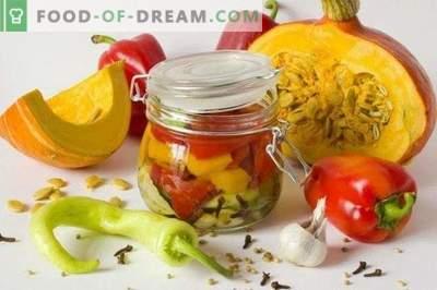 Salada com abóbora e pimentão em uma marinada perfumada para o inverno