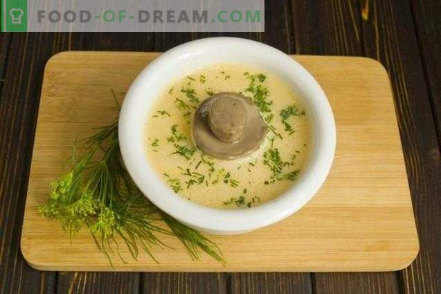 Mushroom cream soup with cream and zucchini