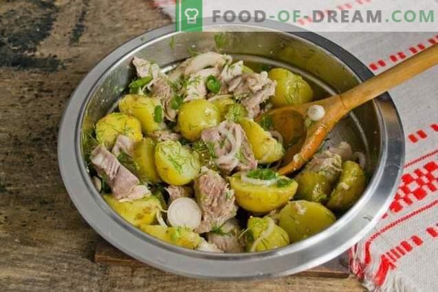 Salada rústica com batatas e carne