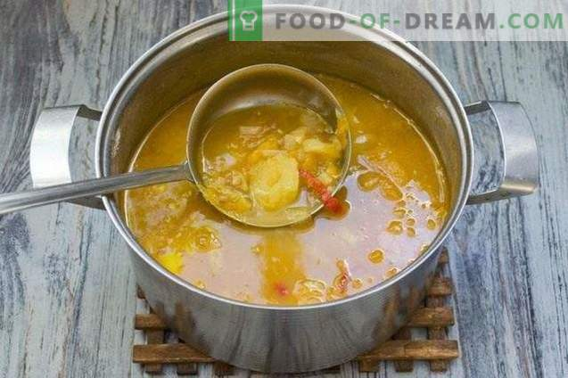 Sopa com lentilhas, tomates amarelos e batatas jovens