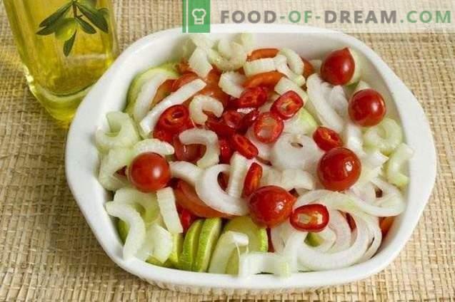 Salat von gebackenem Gemüse für den Winter