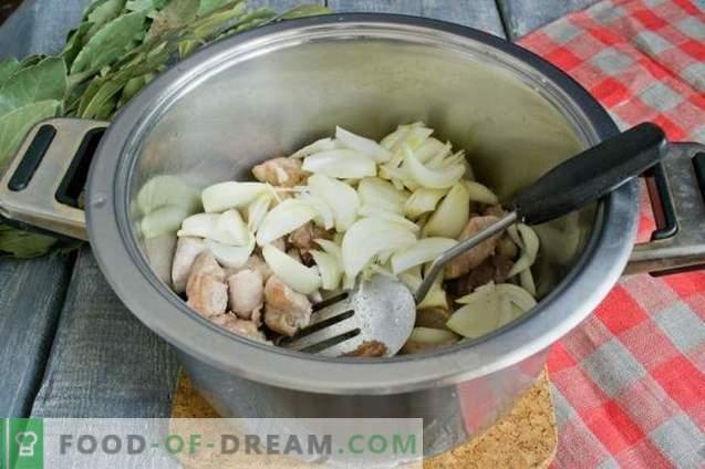 Sopa de beterraba com carne e beterraba