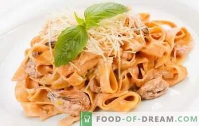 Macarrão com frutos do mar em molho cremoso - um sabor delicado da Itália! Receitas de massas comprovadas com frutos do mar em molho de creme