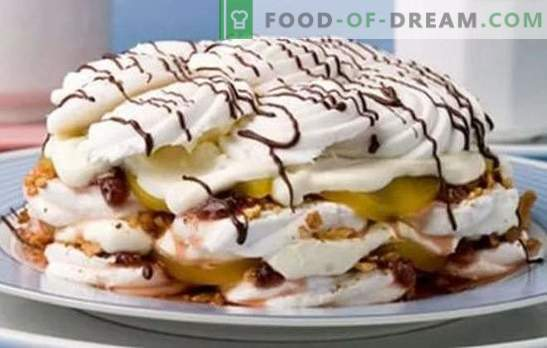 Una torta de malvavisco sin hornear se usa para las ideas de los confiteros. Recetas para tortas de malvavisco