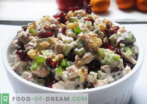 Salada de frango com ameixas - as melhores receitas. Como corretamente e saboroso cozinhar salada de frango com ameixas.
