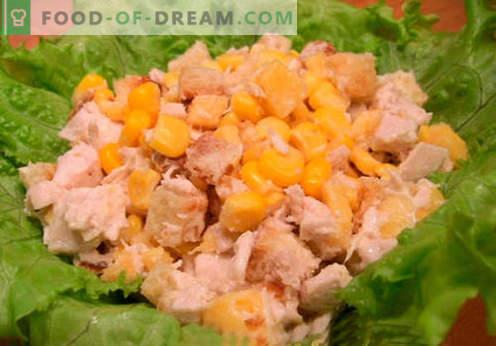 Salada com bolachas e milho - as melhores receitas. Como corretamente e saboroso para preparar uma salada com bolachas e milho.