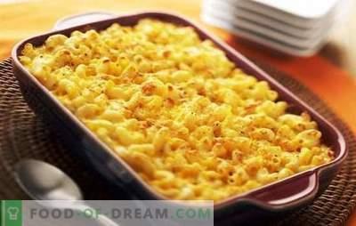 Pasta Casserole no forno com queijo - satisfazendo! Cogumelos, carne, caçarola de massas vegetais no forno com queijo