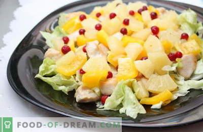Saladas com abacaxi e frango são as melhores receitas. Como corretamente e saboroso para preparar uma salada com frango e abacaxi.