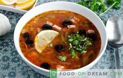 Solyanka classic com salsicha - esta é uma sopa! Receitas de picante, rico, aromático vinagre de sal clássico com salsicha