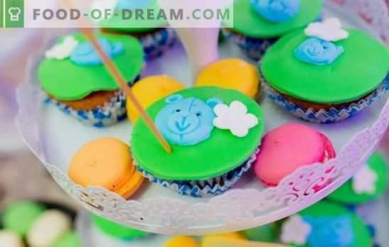 A cobertura dos cupcakes é uma deliciosa decoração para confeitaria. Tecnologia de cozimento e tipos de cobertura para muffins