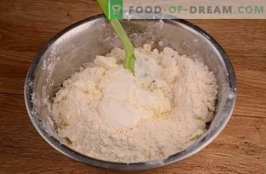 Bagels em creme azedo: uma receita de foto passo-a-passo. Cozinhar bagels perfumados em creme azedo é bastante tempo, mas vale a pena!