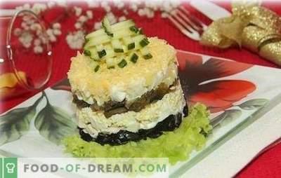 Cogumelos com ameixas são um dueto inesperado para feriados e dias de semana. Cozinhar pratos incomuns e simples de cogumelos com ameixas secas