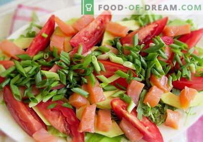 Insalata con salmone e pomodori - le ricette giuste. Insalata di cottura veloce e gustosa con salmone e pomodori.