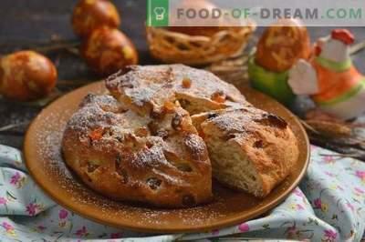 Velykų Velykų pyragas su varškės ir cukruotų vaisių