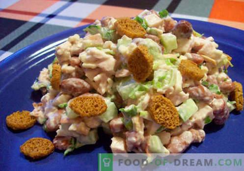 Salada com feijão e bolachas - receitas comprovadas. Como corretamente e saborosa salada cozida com feijão e bolachas.
