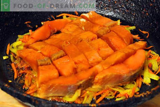 Salmão rosa com cenoura e cebola - é fácil! Receita passo a passo, instruções para cozinhar salmão rosa com cenouras e cebolas