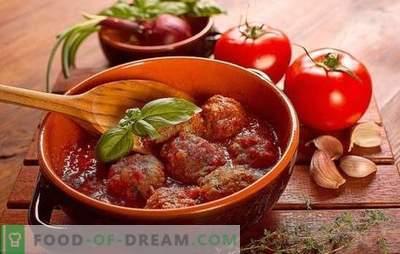 Ouriços em molho de tomate em uma frigideira, no forno, em um fogão lento. Receitas de ouriço em molho de tomate com arroz, cevada, batata, repolho