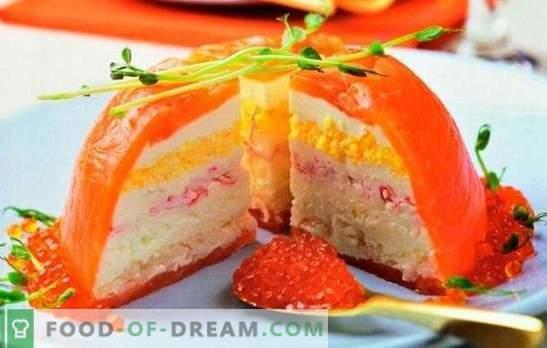 Bolo de caranguejo é uma alternativa à sua salada favorita. Cozinhar bolos de caranguejo originais e deliciosos para a mesa de férias