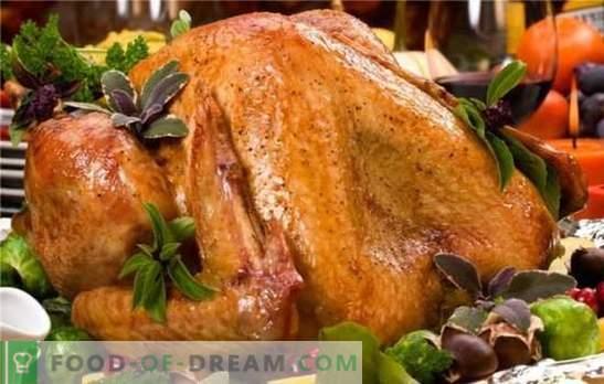 """A Turquia assada no forno adora """"mangas"""" e glitter de papel alumínio! Como cozinhar peru gourmet assado no forno: receitas de diferentes níveis de complexidade"""