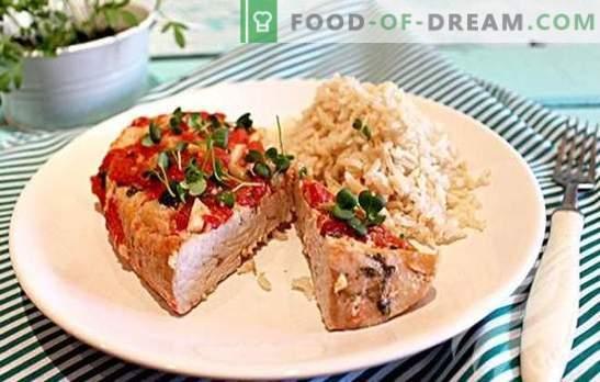 A folha de peru é o prato festivo perfeito! Top 10 receitas de peru em papel alumínio: com trigo sarraceno, batatas, cenouras, abacaxis