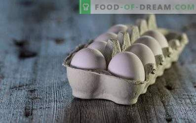 How many eggs are stored in the refrigerator and without