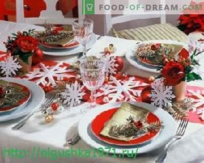 Deliciosas saladas e petiscos para a mesa de feriados de Ano Novo